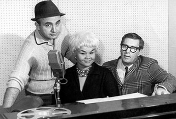 Etta James at Chess Records in Chicago between Phil Chess and Ralph Bass, 1960
