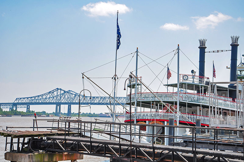 Steamboat Natchez and bridges, New Orleans