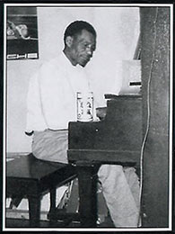 Lightnin' Slim at the piano in Chicago, 1971