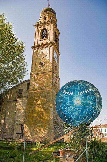 """Torre campanaria, Centro del Boscaccio a Diolo, """"Mondo piccolo"""", museo privato Guareschi"""