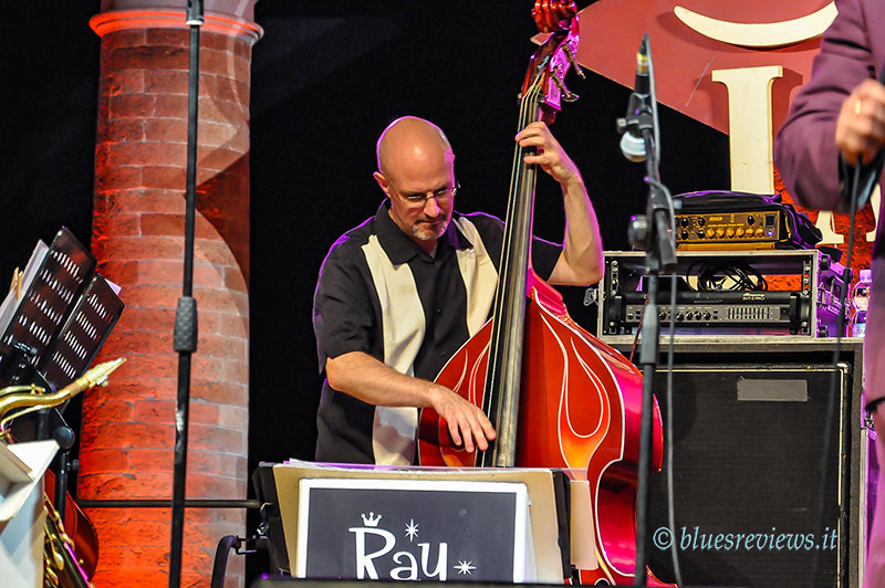 Ray Gelato & The Giants, upright bass