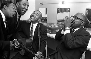 Otis Spann, Muddy Waters, Brownie McGhee, Sonny Terry, backstage 1964 ca