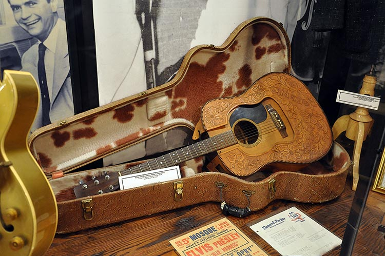 Sun Studio, Elvis' guitar case
