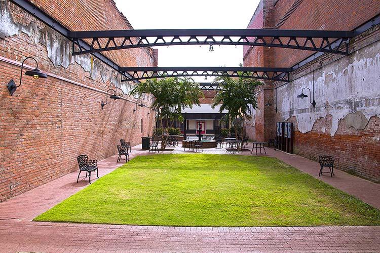 Thad Kelly Courtyard, Helena, Arkansas