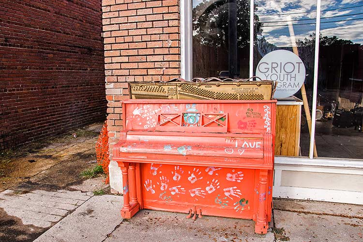 Piano in the street, Clarksdale, Mississippi