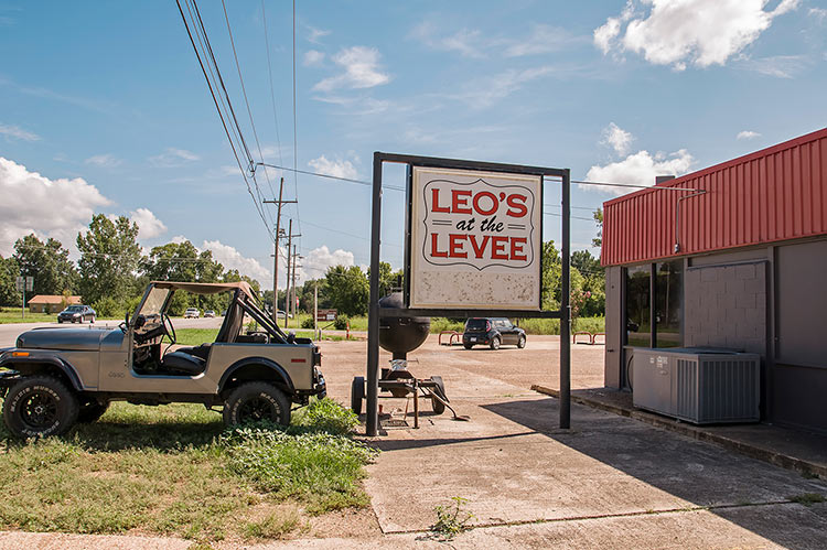 Leo's at the Levee on Highway One, Rosedale, Mississippi