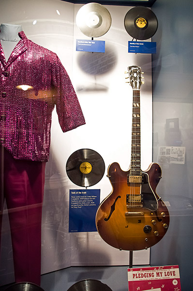 Little Milton's Gibson ES-445 Sunburst guitar, and stage costume, B.B. King Museum
