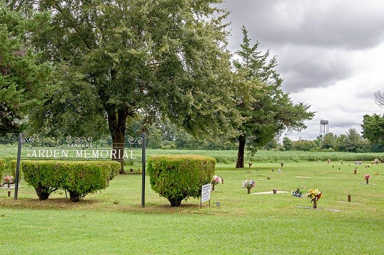 Sanders Garden Memorial, Hollandale