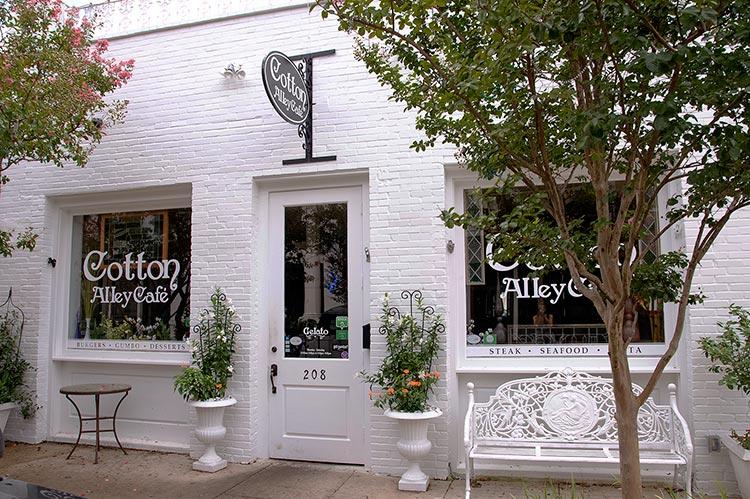 Cotton Alley Café, downtown Natchez, Mississippi