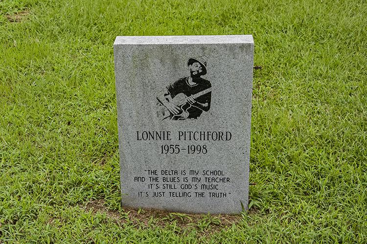 Lonnie Pitchford grave, Newport Missionary Baptist Church Cemetery, Ebenezer, Holmes County, Ms