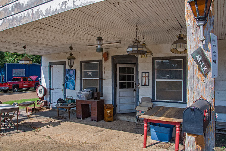 Antiques, Hernando, Ms