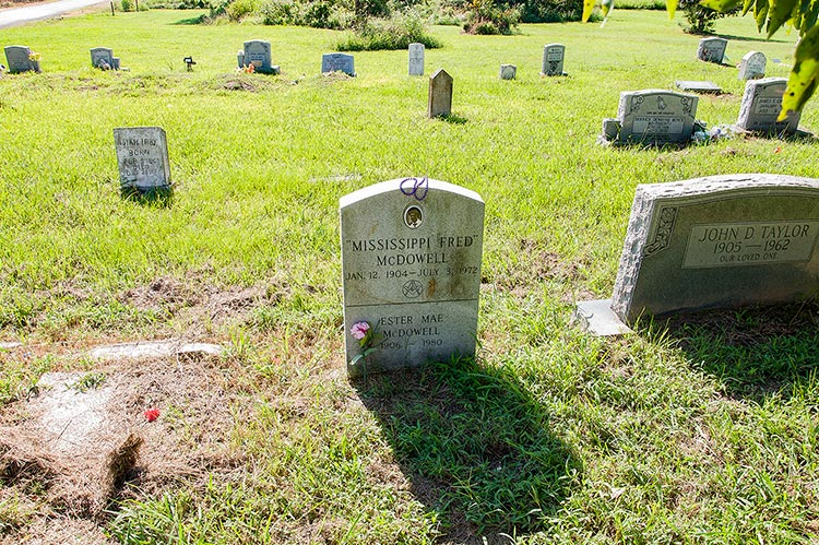 Fred McDowell grave, Como, Ms