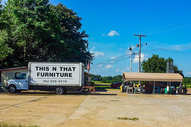 This-n-that, Como, Mississippi Hills
